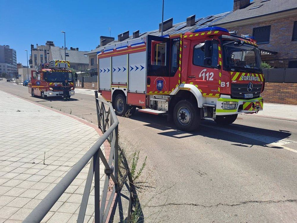 Tres intoxicados leves en el incendio de un coche en un garaje de Fuenlabrada