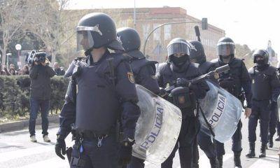 Audiencia investiga policías vivienda